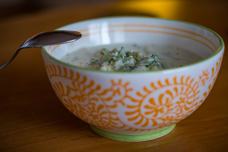 Okurkový salát se zakysanou smetanou