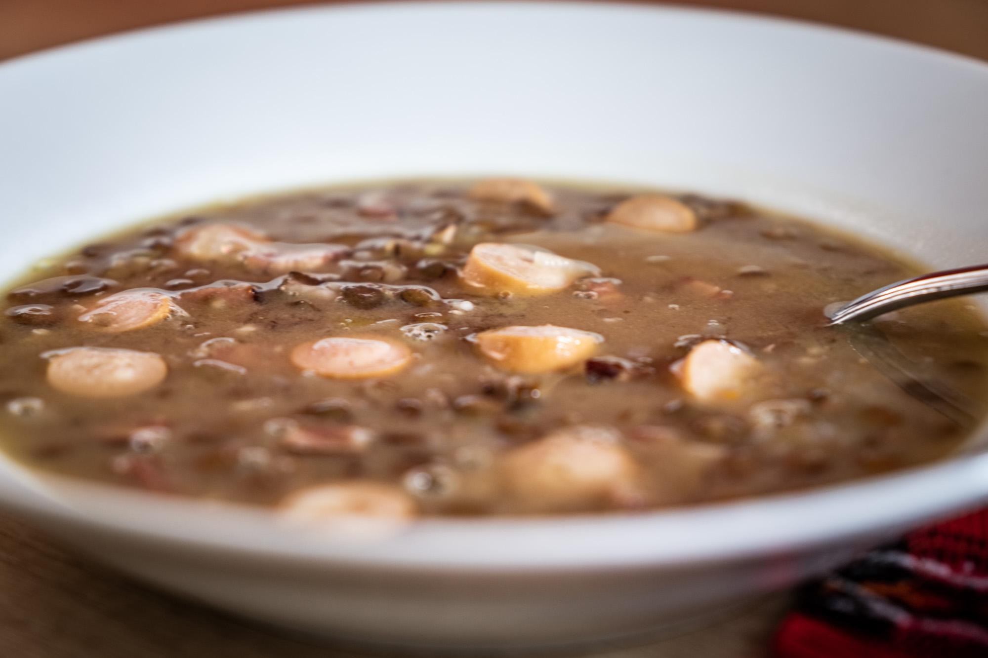 Hospodská čočková polévka s uzeninou