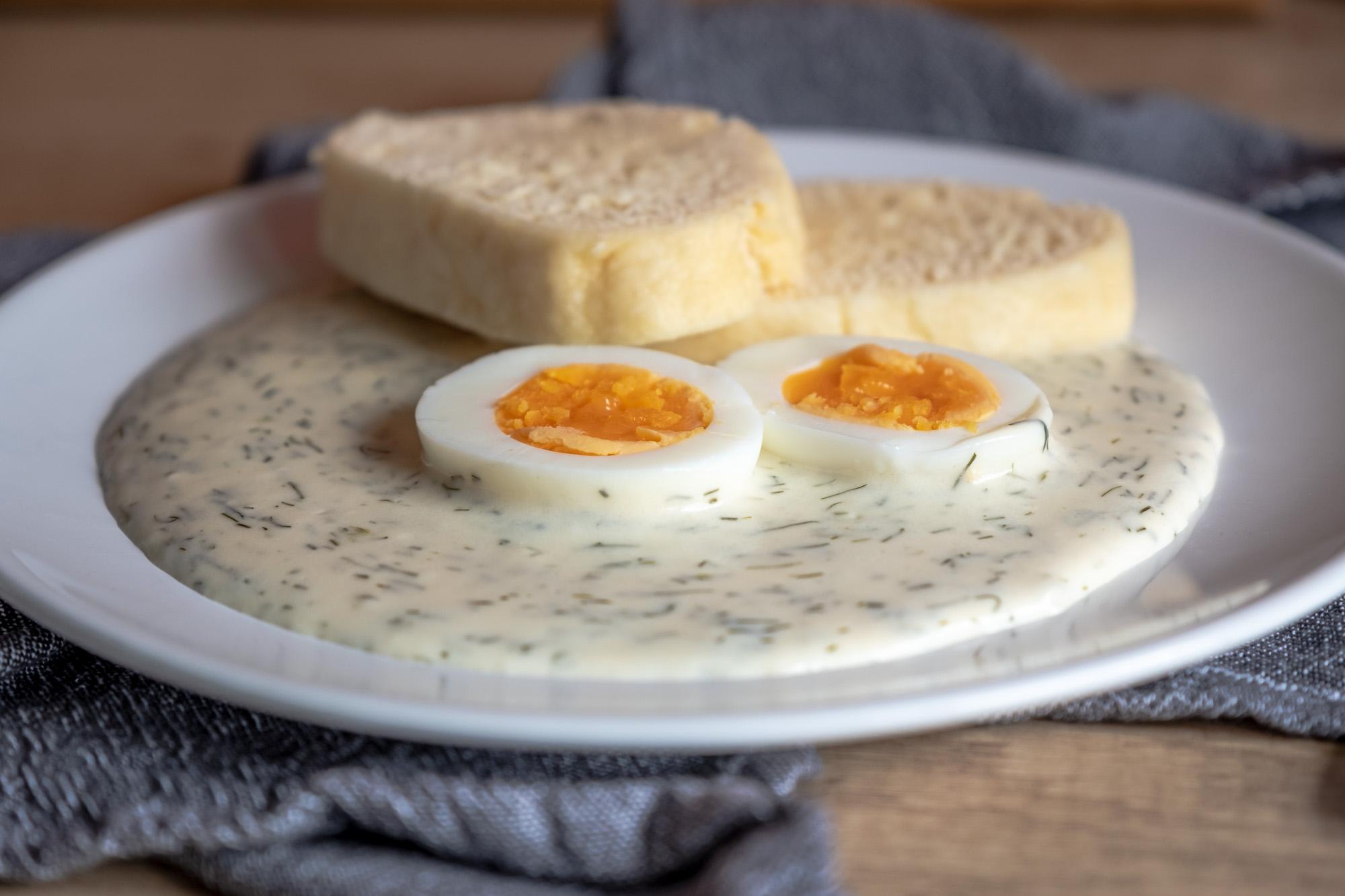 Jemná koprová omáčka s vejci