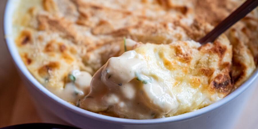 Makarony se sýrem, zapečené se strouhankou