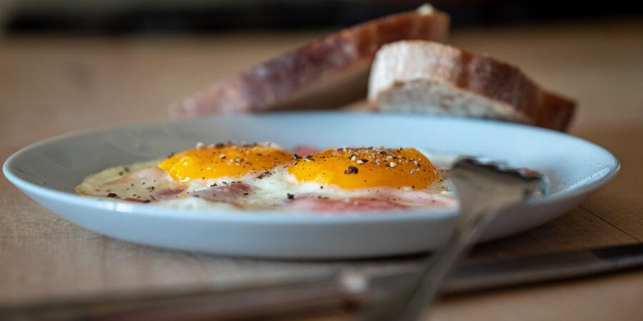 Ham & eggs s anglickou slaninou