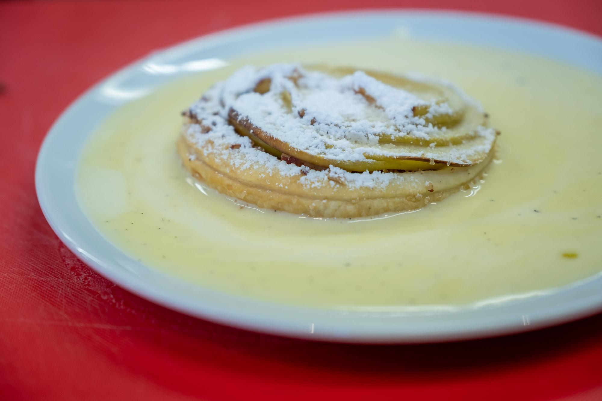 Jablečný koláč s anglickým krémem